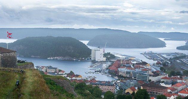 Sauøya ligger midt i innseilingen til Halden. Strendene og svabergene er borte.