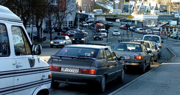 Bygg bruer som knytter ulike deler av byen sammen og som gagner flere enn bilistene, sier Knut Holter i dette innlegget.