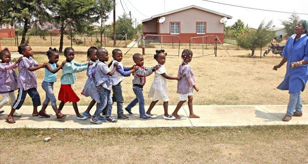 Mister rettigheter: Barn i Huambo, Angola der SOS-barnebyer har møtt problemet med at barn som ikke blir registrert ikke får gå på skole.