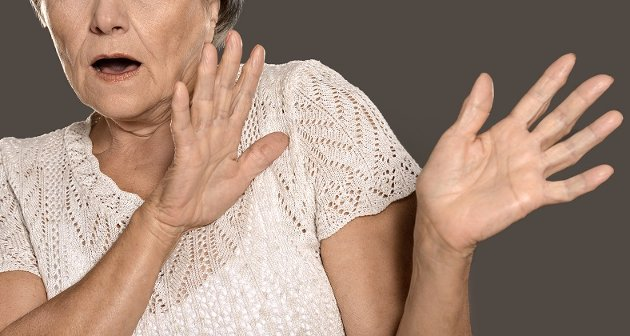 «Utsettes for vold»: Ketil Henriksen mener moren utsettes for psykisk og fysisk vold av en annen beboer på institusjonen, og henvender seg her direkte til rådmannen med påstanden om at ingen til skjer til tross for at ledere og ansatte vet hva som skjer. Illustrasjonsbilde.