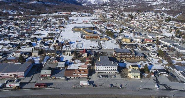 BOSTED: Bjerkvik blir et naturlig bosted for de ansatte ved Evenes flystasjon, men Forsvaret vil ikke leie boliger mye lenger sør. Narvik ligger sju kilometer for langt unna grensen Forsvarsbygg har satt for hvor de vil leie boliger til sine ansatte. Det er for firkantet.