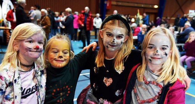 ANSIKTSMÅLING: Live Soglo, Julie Forreløkken Forberg, Tea Aamodt og Marit Stenersen var fire av mange som hadde fått måla ansiktet på Skjåk kjøpesenter.