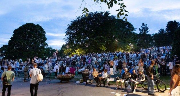 Bilde fra parken på St.Hanshaugen nå i helgen, der politiet opplyste om 3000 deltakere.