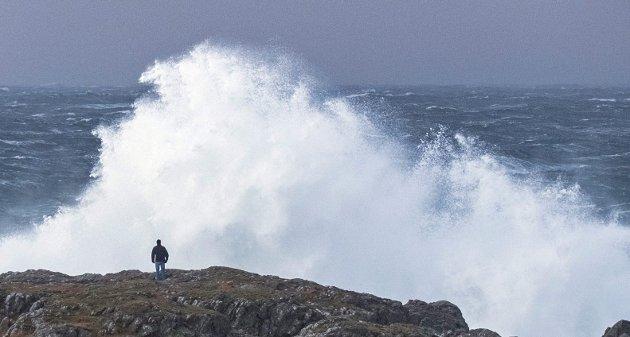 – I 1882 var farvannet ved Askvoll åstedet for en av de mest dramatiske redningsdådene noensinne på norskekysten. En båt satte ut, men måtte snu da den ble fylt av brytende bølger. Snu gjorde ikke Berthe Hansen, skriver Chris Tvedt i dagens spalte. FOTO: NTB/SCANPIX