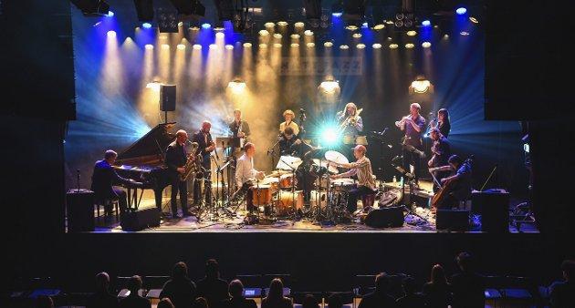 Trondheim Jazzorkester, med kunstnerisk leder Ole Morten Vågan i front, var først ut på Nattjazz i år, fredag kveld. Festivalen varer helt frem til 5. juni.