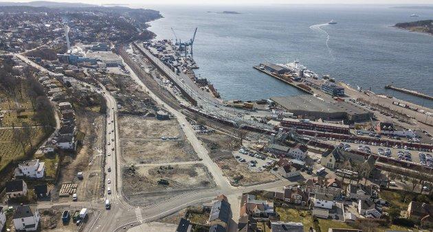 ØY? Byens nye sentrum blir Peterson-området og Høyda, mens konteinerhavna og stasjonen blir liggende igjen som en død øy, spår Olav Adolf Kjensbekkk i dette leserinnlegget.
