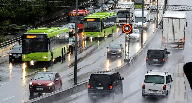 PLASS: - Har Norge og verden virkelig så god plass, så god luft og så mye natur og dyrket mark, har Norge virkelig så mye penger, at ingen vil stille spørsmål om hvor går grensen for biltrafikkens voldsomme vekst? spør Knut Bøe.