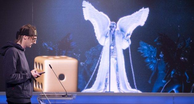 Dagbladets anmelder trillet terningkast 1 for TIXs MGP-låt «Ut av mørket»/«Fallen Angel». Det skapte debatt - også i NRKs «Debatten» hvor Andreas «TIX» Haukeland deltok. – Igjen møtte man definisjonsveggen. Hva er musikkfaglige kriterier, spør Helge Sten Thorbjørnsen i dagens Grublerier. (Foto: Annika Byrde, NTB)