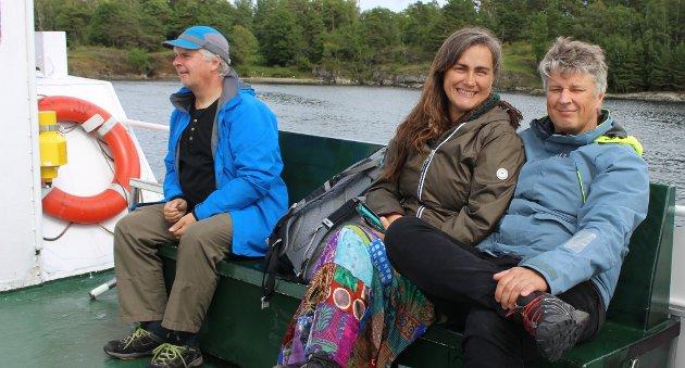 Fra venstre Arne Emjellen, norsk-franske Karin Destainville og Steffen Emjellen er på dagstur tur-retur Langesund - Helgeroa..