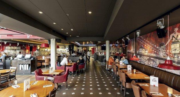 IMPONERTE IKKE ANMELDERNE: RBs matanmeldere Camilla og Henrik var innom TGI Fridays på Jessheim fem år etter at restauranten åpnet dørene, men lot seg ikke imponere over utviklingen restauranten har hatt, og trakk et øye på terningen siden forrige besøk.