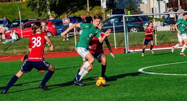 Sander Vikse setter elegant inn 1-0.