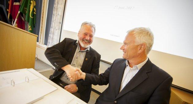 Vi har opplevd et spesielt godt samarbeid med havnedirektøren, skriver Petter Jansen. Her avbildet sammen med Rune Arnøy i forbindelse med at avtalen mellom Narvik havn og Forsvarets logistikkorganisasjon ble signert i 2016.