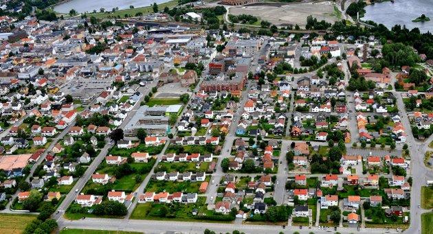 Østre bydel er tema i dette innlegget fra Magnus Thue, Olga Shamshurina og Østre Vel. De etterlyser klarere fremtidsvisjoner og planer for bydelen. «Det er meget trist at ledelsen i kommunen ikke ønsker innspill eller gode forslag til byutvikling når de selv ikke har en visjon. Nå vil nok mange i administrasjonen si at kommunen har forsøkt å få innspill fra innbyggerne, men såvidt vi vet har ingen forslag fra innbyggerne kommet inn i sentrumsplanen», skriver de. Dette bildet er tatt i 2016. (Foto: Jarl M. Andersen)