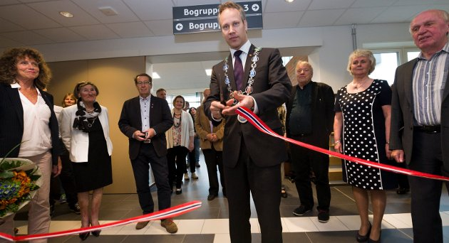 Ordfører Jon-Ivar Nygård klippet snora til Østsiden sykehjem i juni i fjor. Et nytt trinn med 16 plasser kan komme i 2018.