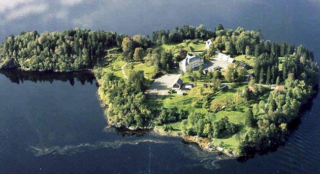 Ulvsnesøy i ligger like utenfor Bruvik på Osterøy, der Sørfjorden og Veafjorden møtes. FOTO: BERGEN FENGSEL