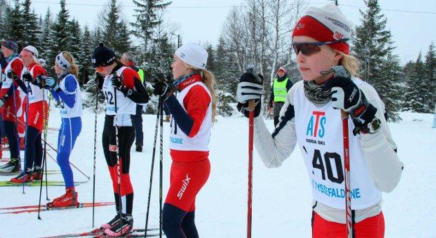 Kjendis: Julerenn på Korlevoll desember 2007. Ingvild Skare Thygesen nærmast ved start.Foto: Johs H. Sekse