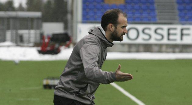 MOTVIND: Vitor Gazimba er særdeles fersk på 1.divisjonsnivå, og Glåmdalens sportsansvarlig Henning Danielsen tror portugiseren får en tøff sesong som hovedtrener i KIL.