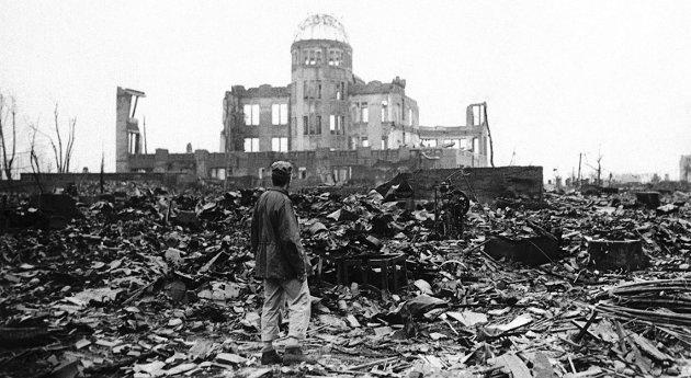 Trist jubileum:  Bildet viser et Hiroshima i ruiner etter at en atombombe eksploderte over byen den 6. august 1945.