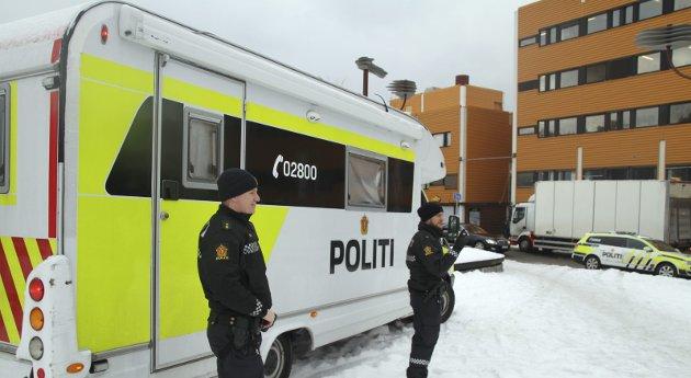 MOBIL POLITIPOST: Politiet var ekstra synlige på Holmlia etter skyteepisoden i februar. Foto: Arne Vidar Jenssen