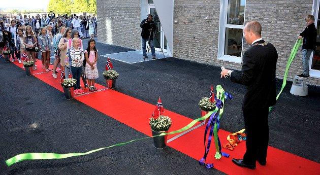 Nye Sannesundsveien skole åpnet av Sindrrec Martinsen-Evje