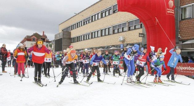 Det ble ny rekord i Skolesprinten fredag i løypa til Bysprinten. 92 lag med 368 løpere. Elevene på idrettsfag ved Mosjøen videregående skole gjorde en kjempejobb som arrangør. Bilder: Per Vikan
