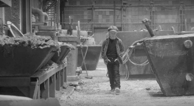UNG SKODESPELAR: Aksel Mossefinn Gjerde speler hovudrolla i Morten Fiskå sin musikkvideo.