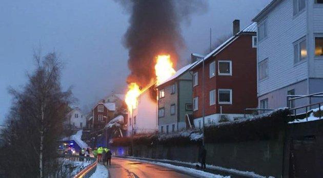 8. Februar: Fire voksne og ett barn måtte flykte fra flammhavet da boligen i Eitrheimsvegen stod i full fyr søndag morgen. En kvinne omkom i brannen. Boligen ble senere revet.