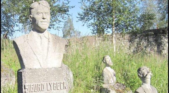 PÅ SOKKEL: I Etnadel er Sigurd Lybeck, serie-forfatteren og mannen bak Bustenskjold-figuren, fortsatt en husket mann.  I OA trykkes fortsatt romanene hans i papiravisen.