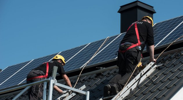 KORTREIST ENERGI: Solceller på taket kan tas i bruk i større grad Norge. FOTO: Vidar Sandnes