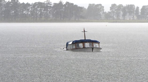 Sank: To personer var om bord i båten da den tok inn mye vann. Foto: Madeleine Jamieson