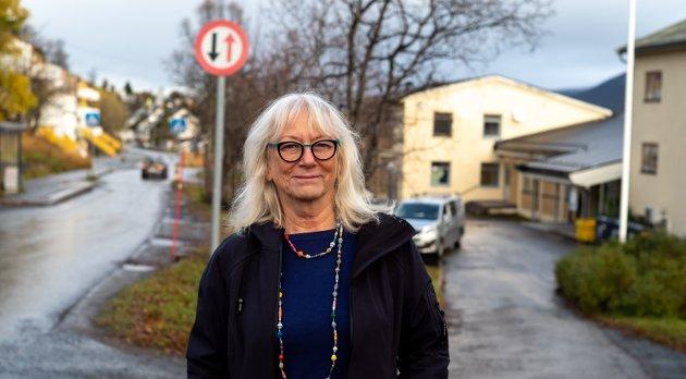 Gunhild Johansen, leder Helse og velferdsutvalget (SV), svarer på kritikk og anklager mot behandlinga av saken om Kvaløysletta sykehjem.