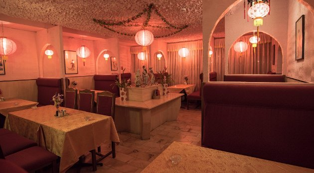 Holder koken: Peking Palace serverer mat i rause porsjoner og rosa omgivelser, men kunne med fordel lagt litt mer kjærlighet og omtanke i det som serveres.