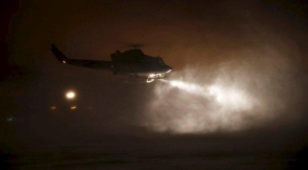 Sentralt plassert: Et Bell 412-helikopter under nattlig oppdrag fra Rygge der det er kort avstand til hovedtyngden av Norges befolkning. Foto:  Torbjørn Kjosvold,  Forsvaret
