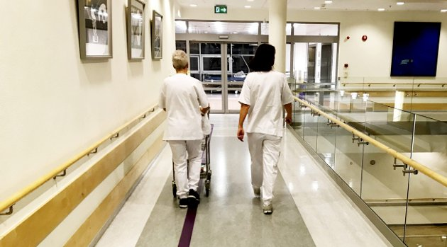 Helse og velferd: En av sektorene som er under sterkt press, noe som også gir tydelig utslag på sykefraværsstatistikken. Foto: Pål Nordby