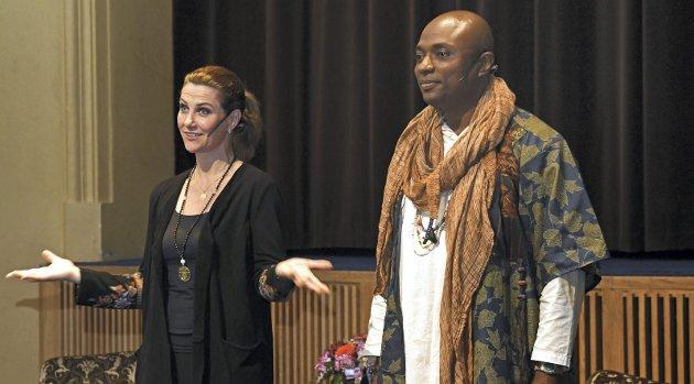 På turne: Prinsessen og sjamanen.