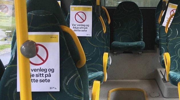 På buss kan man ikke sitte ansikt til ansikt.