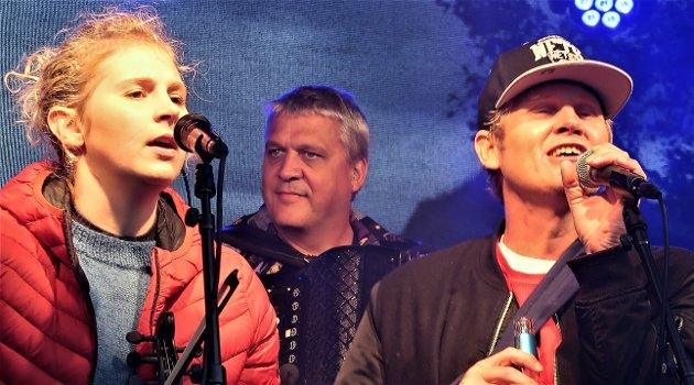 Øyvind «Vinni» Sauvik dukket overraskende opp på scenen da Drunken Sailors holdt konsert i Hotellhagen.