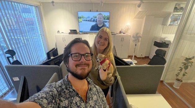 VALGNATTA: Journalist Sondre Lindhagen Nilssen og nyhetsredaktør Jeanette Brubakken, og resten av redaksjonen, jobbet på spreng på valgdagen.