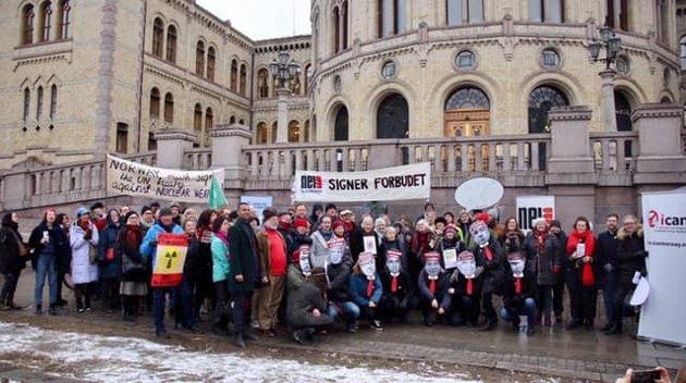 Demonstrasjon utenfor Stortinget 5. mars