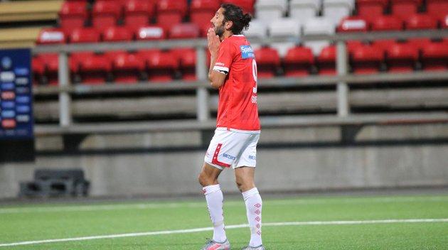 EN SKYGGE AV SEG SELV: Henning Danielsen er alt annet enn fornøyd med kaptein Adem Güvens bidrag de siste ukene.