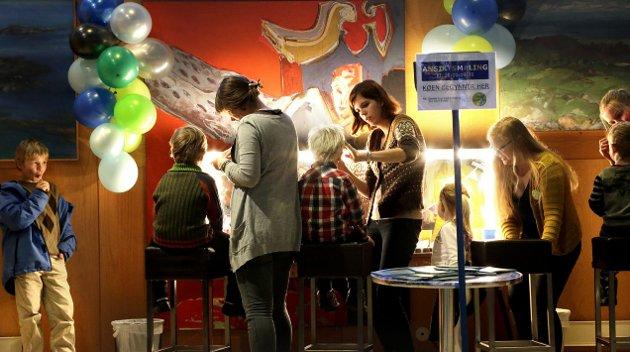 2012: Vi ser slett ikke bort fra at Kulturnatt er den festivalen i verden hvor flest barn er blitt malt i ansiktet. Det krever både malerferdigheter og ikke minst orden i rekkene hos arrangørene. På Festiviteten kan de sin ansiktsmalings-organisering, som vi ser av dette bildet tatt i 2012.