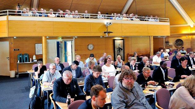 Sarpsborg kommune skal fra oktobermøtet av sende bystyremøtene direkte på nett-TV.