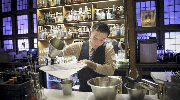 Frank Morrell har over 30 års erfaring fra barer over hele verden. Nå er han på kreativ barsjef hos Bare Restaurant.