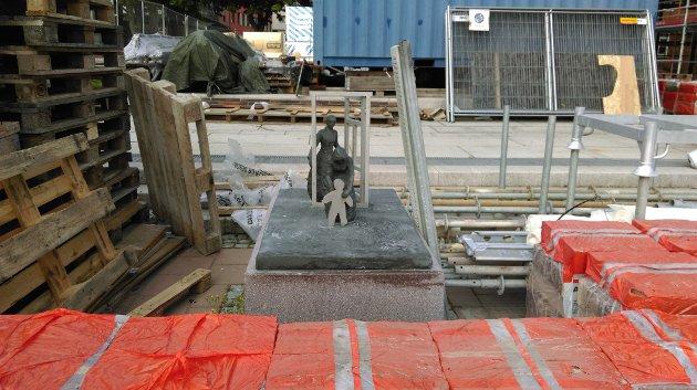 Det skal bygges en kasse som gir beskyttelse til skulpturen under byggeprosessen, opplyser Fredriksborg Eiendom.