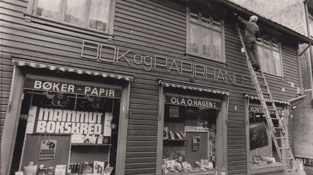 Odda bokhandel og Ola O. Hagen. Her var det mammut-bokskred samtidig som det måtte utføres vedlikehold på bygget.