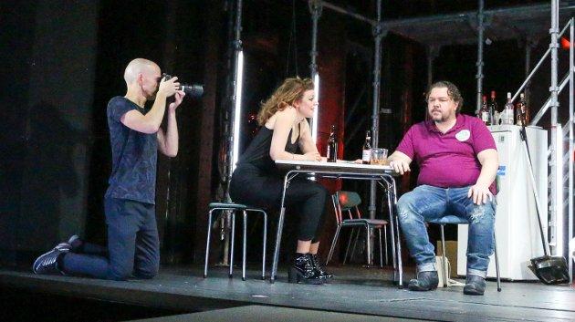 Gisle Bjørneby fra Ås har gjort teaterfoto til et levebrød. Her fra Oslo Nye Teater der Linn Skåber, Nils Jørgen Kaalstad og Stine Fevik har prøver på Sporvogn til begjær.
