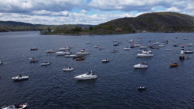 Her starter båttoget fra Vindfangerbukta og alle båtene seilte så videre til båthavna. Dronebilde.