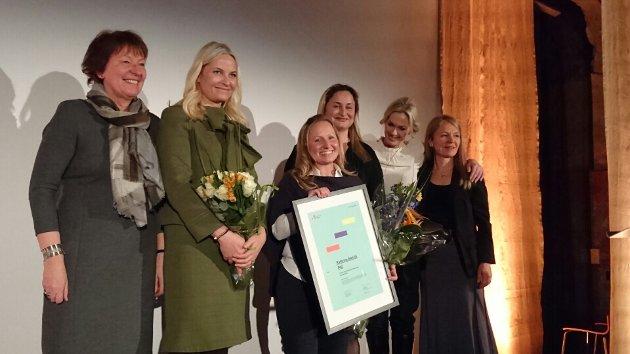 Det var Kronprinsesse Mette-Marit som delte ut prisen Årets gründerkvinne til Kathrine Molvik. På kvinnedagen. Foto: Privat