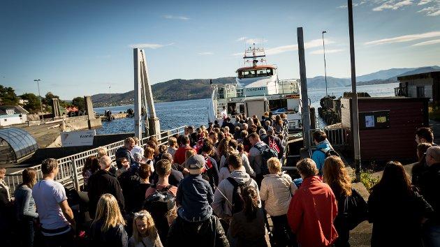 Snøggbåten mellom Knarvik/Frekhaug og Bergen var svært populær under sykkel-VM i september 2017. At snøggbåten dermed har einnedgang i passasjertala i 2018, meiner Rune Vollset er naturleg.