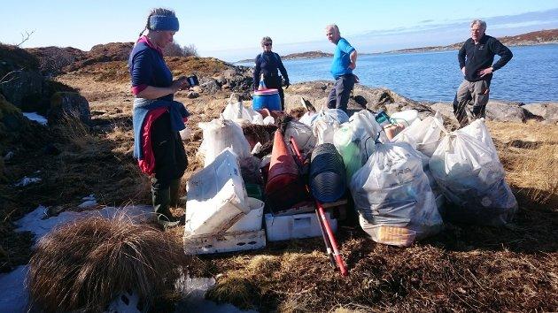 150 sekker med søppel ble plukket på få timer. I tillegg fiskekasser,  kanner, fiskeredskap og brøytestikker.